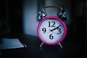 睡眠不足は何時間から起きている?